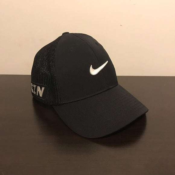 1fa3542f1 Nike Black Golf Hat Cap RZN VRS Fitted FlexFit